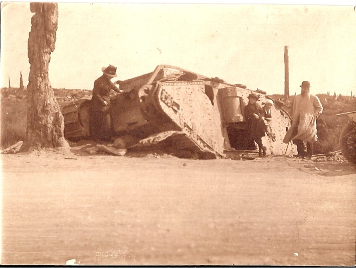 Fig.2. Tank anglais détruit (Archives familiales