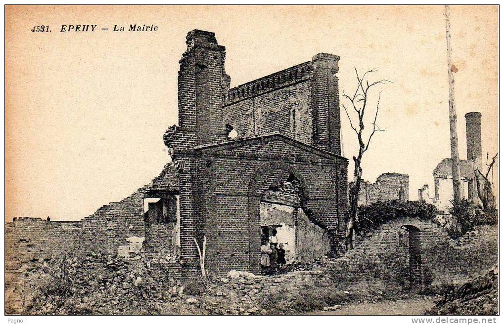 Fig. 14. La mairie en ruines, photo 1920  (Coll. C. Saunier).
