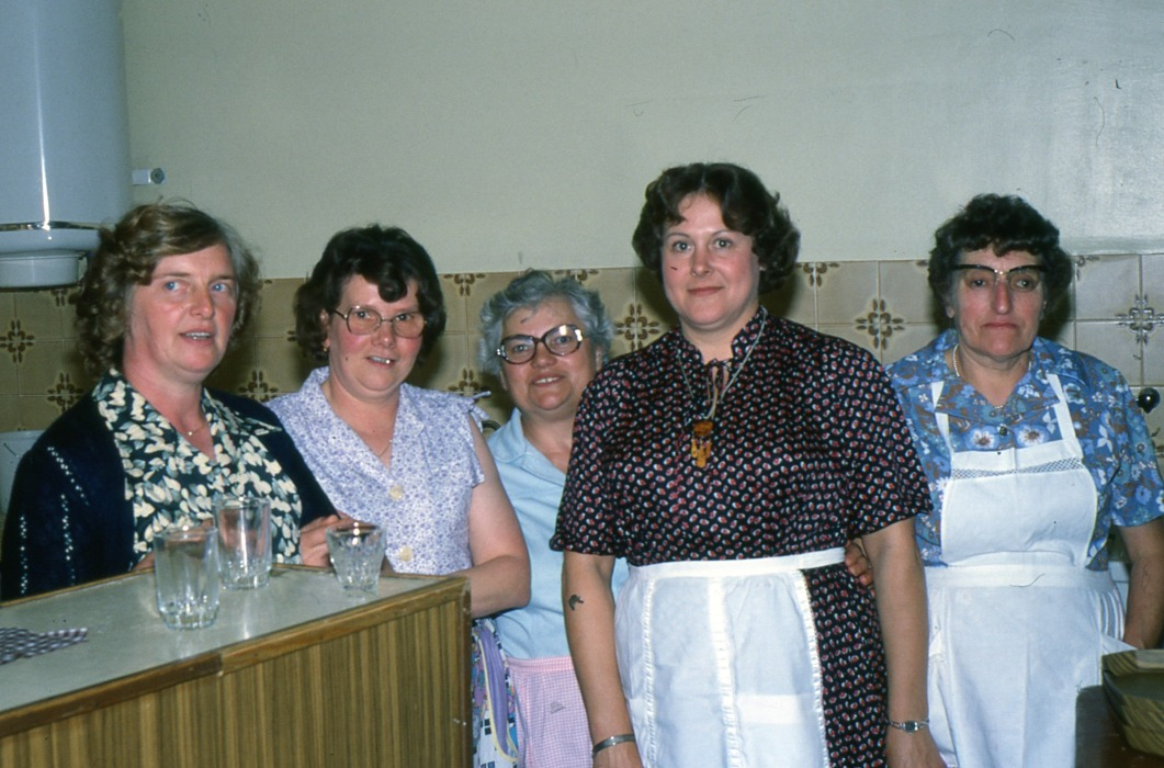 Fig.3. Les serveuses à la Fête d'Épehy, septembre 1979 (Photo C. Saunier).