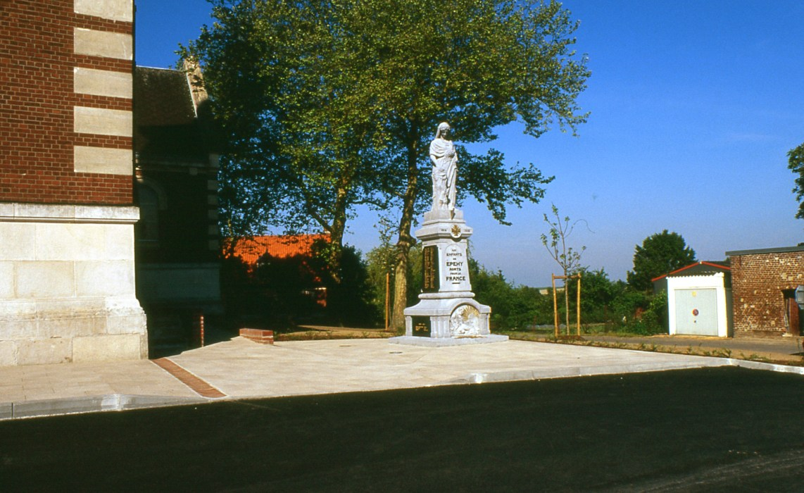 Fig. 11. Le monument sur son nouvel emplacement – 2004 (Photo C. Saunier).