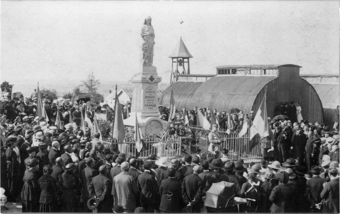 Fig.5 et 6. Le 2 octobre 1921 -  L'inauguration du Monument aux Morts (Coll. C. Saunier).