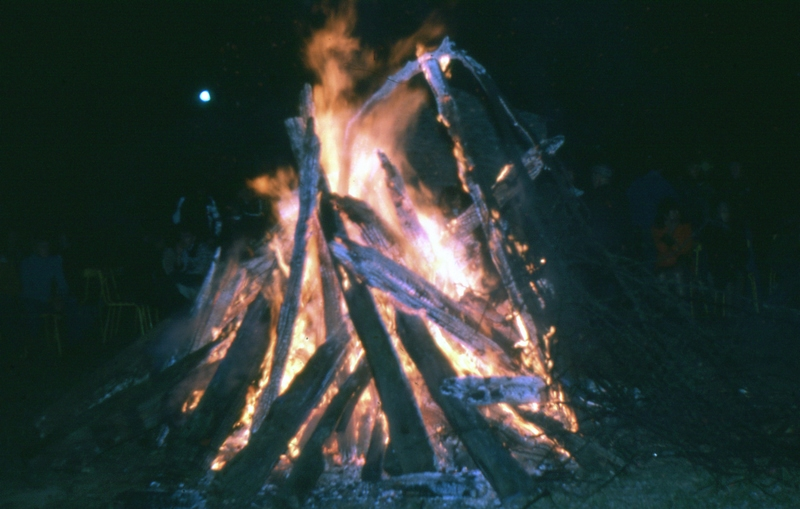 Fig. 20. Le feu de la Saint-Jean, 1978 (Photo C. Saunier).